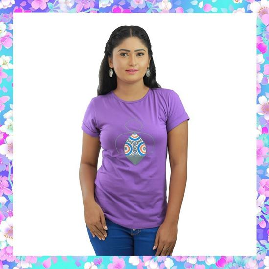 Picture of Ladies T-shirt with small Bee print