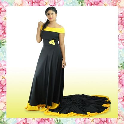 Off-shoulder two-color pre-shoot  dress with tail